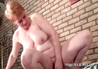 cougar vibrating her lusty muff