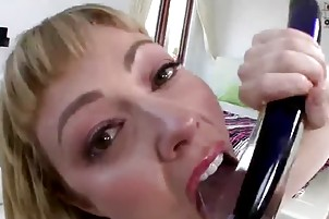 breasty blond mamma sucks and getting a good anal
